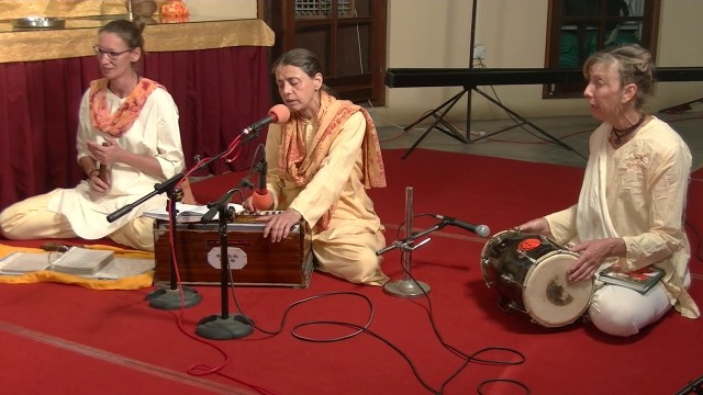 Fullmoon satsang on Hoéi with many bhajans